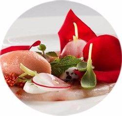 Nella notte più romantica dell'anno per ridare vigore al sacro fuoco dell'amore, non bastano più un mazzo di fiori ed un pacchetto di cioccolatini. Secondo 7 esperti su 10 infatti, il segreto per vivere una notte spumeggiante è affidarsi alle proprietà stimolanti dei cibi afrodisiaci inclusi nella dieta mediterranea: ortaggi, pesce e frutta sono gli alimenti più indicati da chef, nutrizionisti e sessuologi per San Valentino. <br />http://www.italiasalute.it/copertina.asp?Articolo_ID=5554