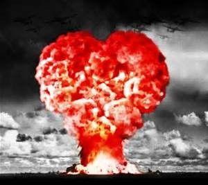 ECCO UNA DEFINIZIONE CLINICA CHE CERCAVO DA ALMENO 3 ANNI... LOVE BOMBING letteralmente bombardamento d'amore, è un termine che indica la manifestazione deliberata di affetto, costituito da una intensa manifestazione di amicizia e di attenzione, esercitato da un individuo o da un gruppo di individui allo scopo di ottenere una influenza sulla persona coinvolta. Secondo i critici dei culti è una delle tecniche di plagio praticate, spesso sistematicamente, da comunità gerarchiche o dalle sette religiose... QUANTO MALE SI NASCONDE SOTTO I NOSTRI OCCHI...